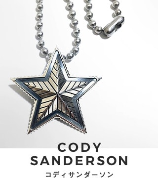 世界中のセレブもこぞって愛用しているCody Sandersonのアクセサリーは全てコディ・サンダーソン氏によるハンドメイド。力強さを感じるインディアンジュエリーブランド